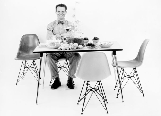 Eames Molded Plastic Side Chair_05